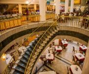 نمایی از رستوران قصر